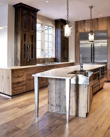 Rustic-modern-kitchen-with-an-assymetric-angular-island-900x1121
