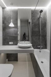 Small-apartment-in-Moscow-with-bathroom-mirror