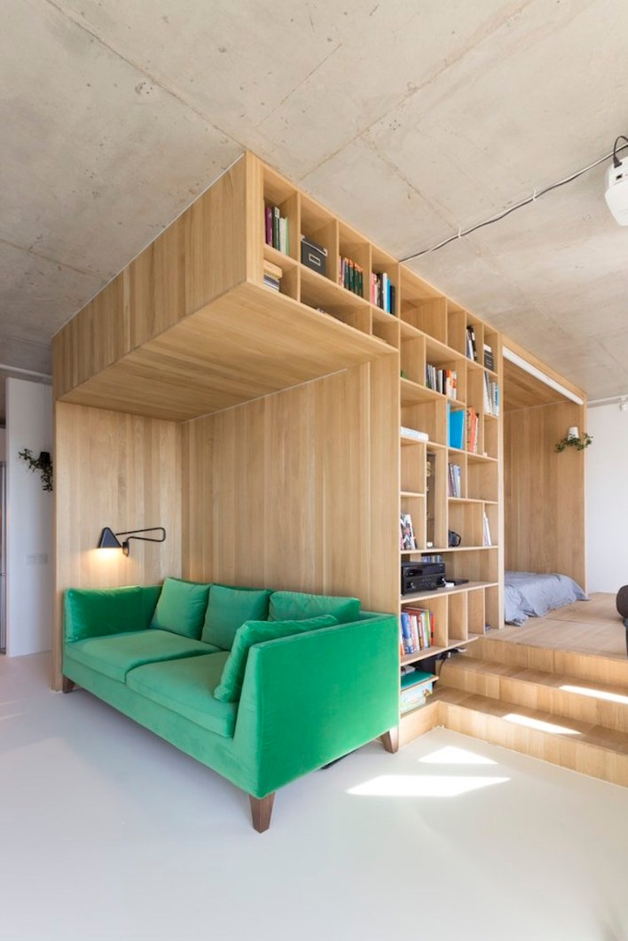 Small-apartment-in-Moscow-with-green-sofa