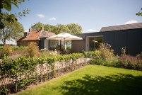 Villa-Hindeloopen-garden-area