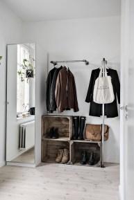 Cool-no-closet-arrangement
