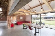 barn-renovation-by-David-Nossiiter-Architects-corner-seating