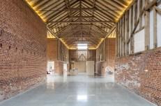 barn-renovation-by-David-Nossiiter-Architects-interior-brick-walls