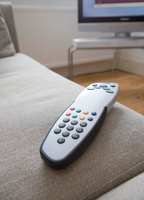 gadgets-cleaning-mistakes-remote-control