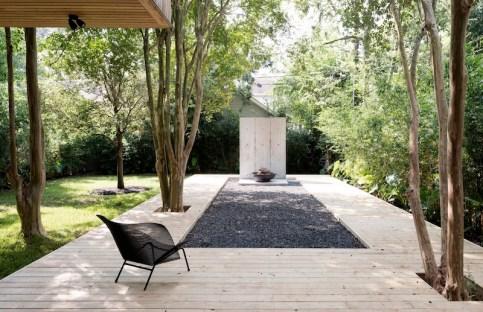 Concrete-Box-House-with-gravel-ciurtyard