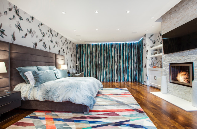 Contemporary-bedroomw-ith-colorful-geometric-carpet