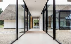 H-shaped-house-with-glass-hallway-at-center