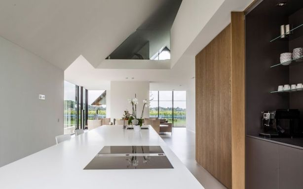 H-shaped-house-with-open-kitchen-area