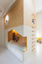 Old-mansion-Van-Staeyen-Interior-Architects-kids-room