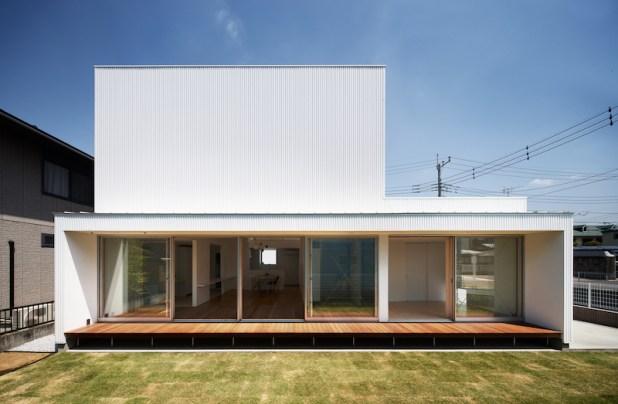 Tochigi-house-has-a-veranda-that-extends-the-living-spaces-outdoors