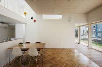 Tochigi-house-has-an-open-bright-and-minimalist-interior