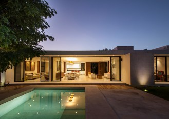 Merida-residence-opens-at-the-back-and-communicates-with-the-outdoors