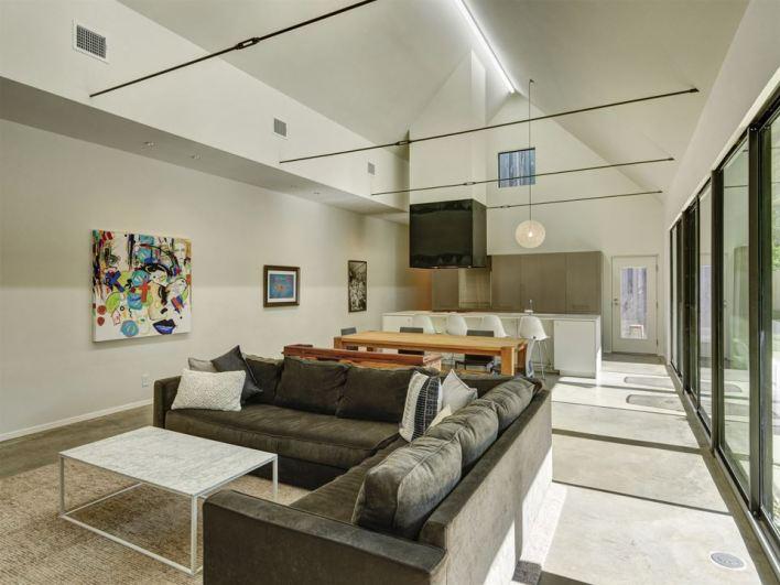 Linder-living-room-toward-kitchen