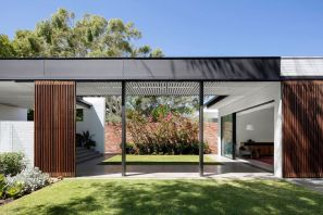 Pre-war-house-extension-has-separate-volumes-linked-by-bridges