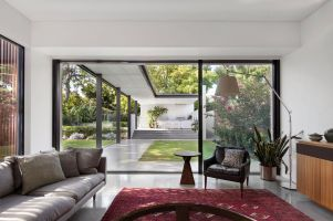 Pre-war-house-extension-is-enveloped-in-freshness-and-beauty