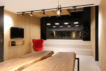 Small-attic-apartment-has-a-multifunctional-live-edge-table-set