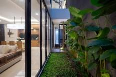 S-House-has-a-small-inner-courtyard-like-an-indoor-garden