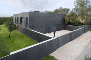 Safe-House-designed-by-KWK-PROMES-Open-Windows