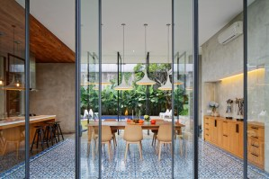 Inside-Outside-House-frames-a-void-at-the-center