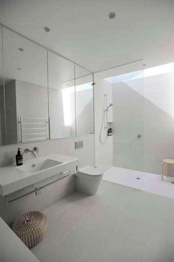 Upside-Down-House-brings-skylights-into-the-bathroom