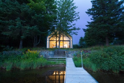 Window-on-the-Lake-cottage-opens-up-to-the-south