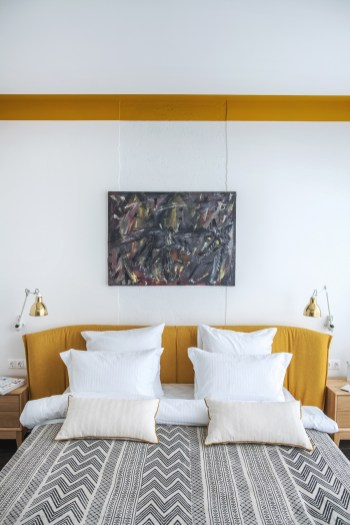 Yellow-headboard