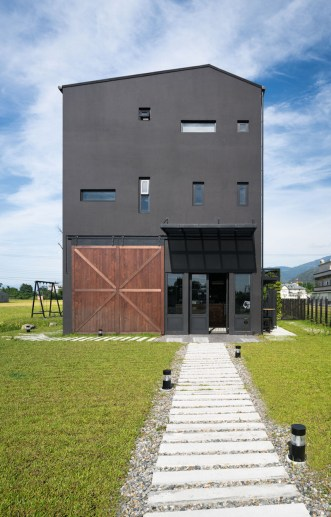 Black-House-with-a-large-sliding-barn-door