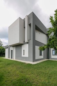 The-Dante-House-has-a-minimalist-exterior-design