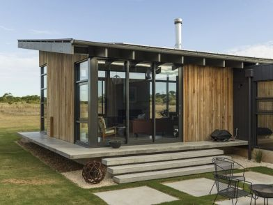 Golf-Course-House-floating-small-porch