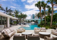 Pine-Tree-Miami-residence-with-a-large-waterside-yard