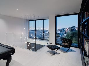 Remember-House-Black-barcelona-Chairs