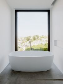 Remember-House-bathroom-with-window