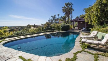 robert-downey-jr-pays-3-8m-for-beachfront-home-in-malibu15