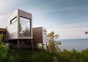 Amazing-cabin-Norwegian-fjord-lake-view