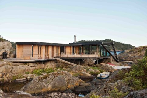 Norwegian-Vestfold-County-Cabin-with-an-irregular-design