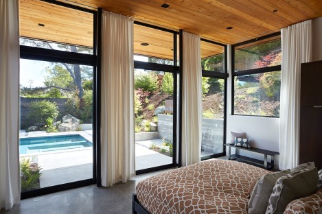 San-Mateo-house-offers-a-view-of-the-pool-from-the-bedroom