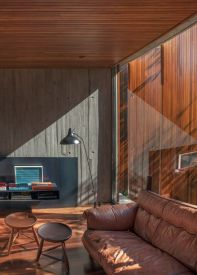 Mi-casa-design-in-Brazil-brown-leather-couch