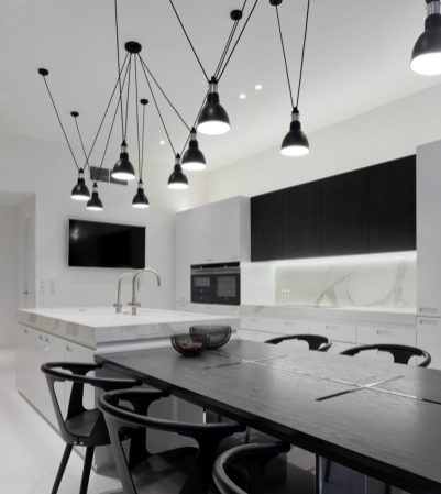 Old-town-aparment-interior-design-hanging-lamp-915x1024