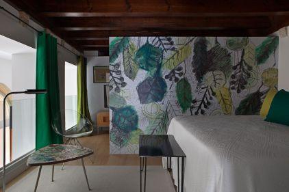 San-Gaieta-Green-accents-bedroom