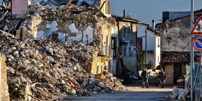 Ön földrengésveszélyes házban él?!? Magyarországon lehet pusztító földrengés? Könnyűszerkezetes és téglaház földrengéstesztek videón.