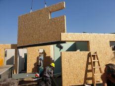 EnergyFriendHome faszerkezetes, kiemelten energiatakarékos családi ház helyszíni szerelése