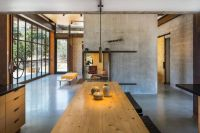Beautiful-family-retreat-dining-table-by-Olson-Kundig