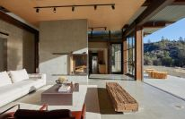 Beautiful-family-retreat-living-room-by-Olson-Kundig