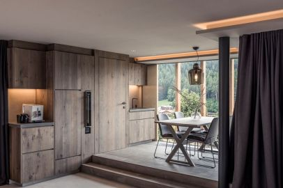 Private-Luxury-Chalet-Purmontes-Wooden-accents