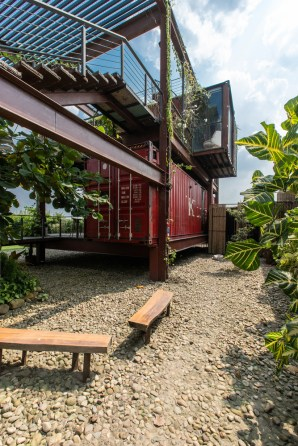 Residence-from-recycled-shipping-containers