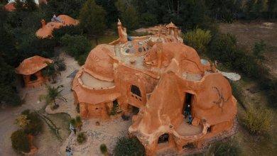 Photo of A Casa Terracota a teljesen agyagból készült ház, a fenntartható építészet képviseletében