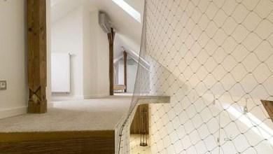 Photo of Acélháló helyettesíti a tetőtérbe vezető lépcső korlátot