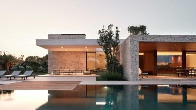 Photo of Modern mediterrán spanyol ház, tágas udvarral és medencével