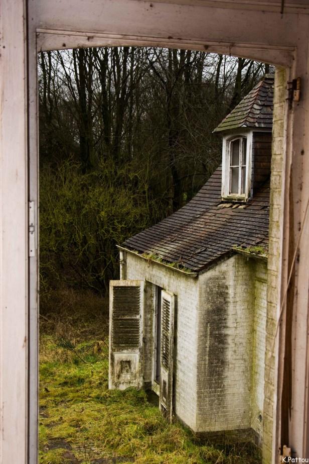 Urbex : Villa with spooky windows.