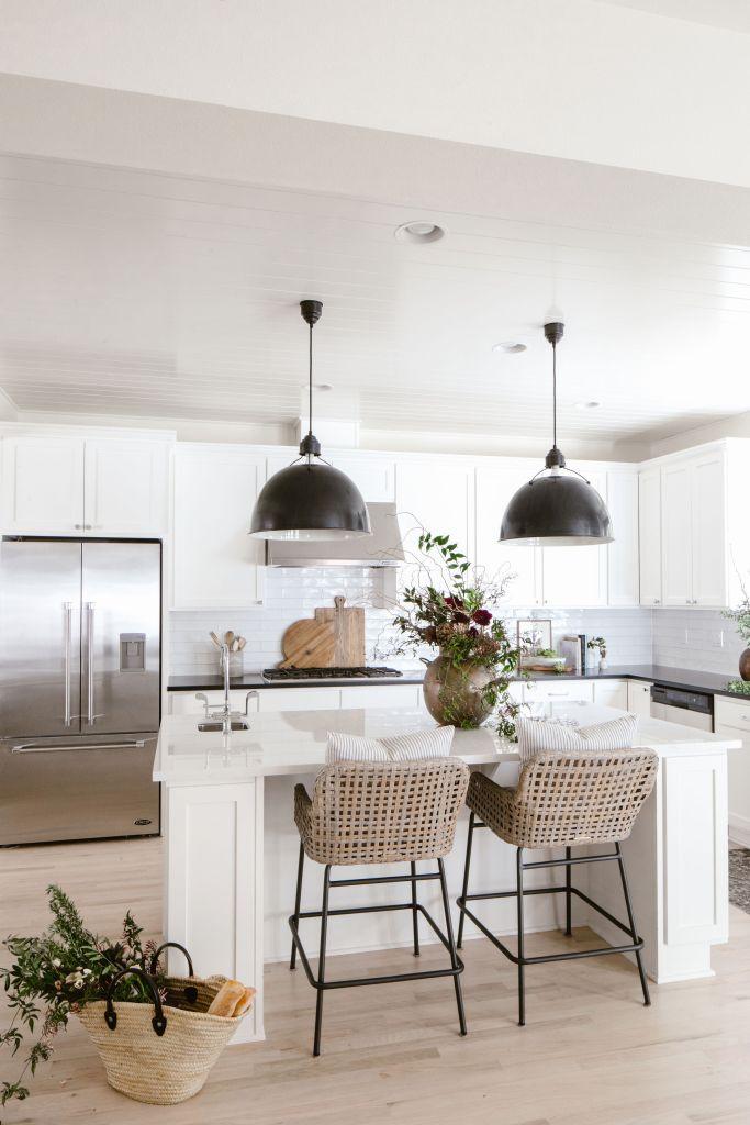 white-kitchen-matte-black-finishes